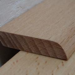 Dřevěná parketová lišta plochá Buk pařený 35x6mm, 2bm